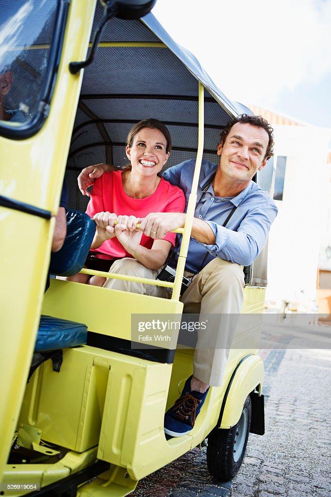 Tourists sightseeing from tuk tuk : Stockfoto