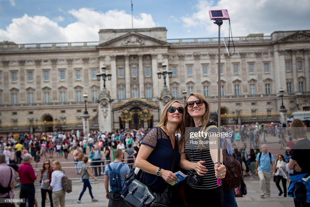 Buckingham Palace Faces £150 Million Of Repairs : News Photo
