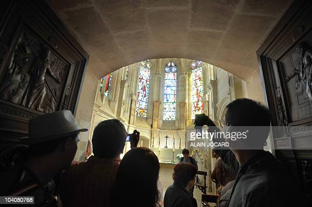 Tourists take pictures as they visit Chenonceaux's chateau on August 24 2010 in Chenonceaux central France The chateau of Chenonceaux built right...