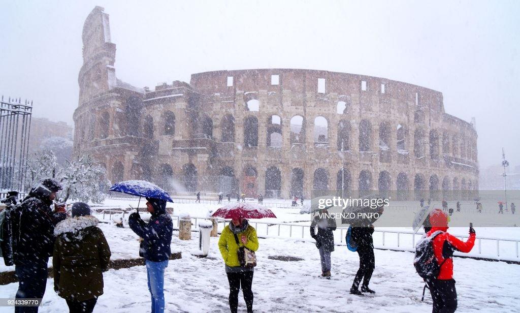 ITALY-WEATHER-ROME-SNOW : News Photo