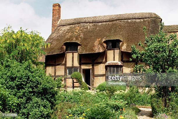 Tourists taking a tour of Anne Hathway's cottage, Stratford, England