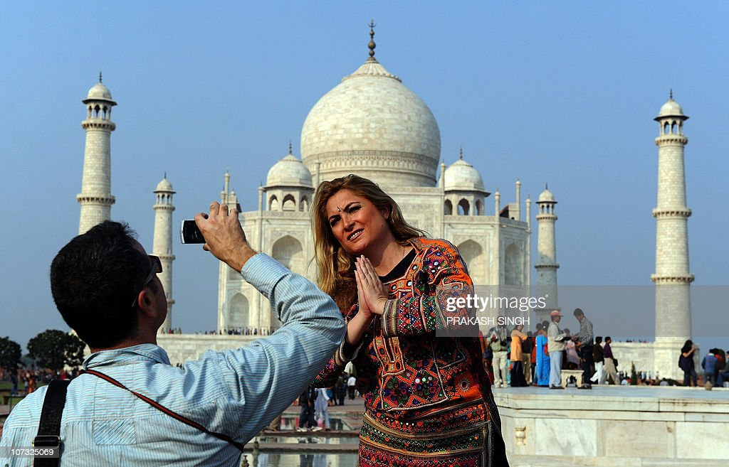 Tourists visit the Taj Mahal in Agra on : News Photo