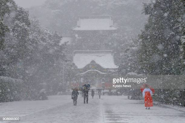 Tourists walk in the snow at Tsuruoka Hachimangu shrine in Kamakura Kanagwawa Prefecture Japan on Jan 22 2018 ==Kyodo