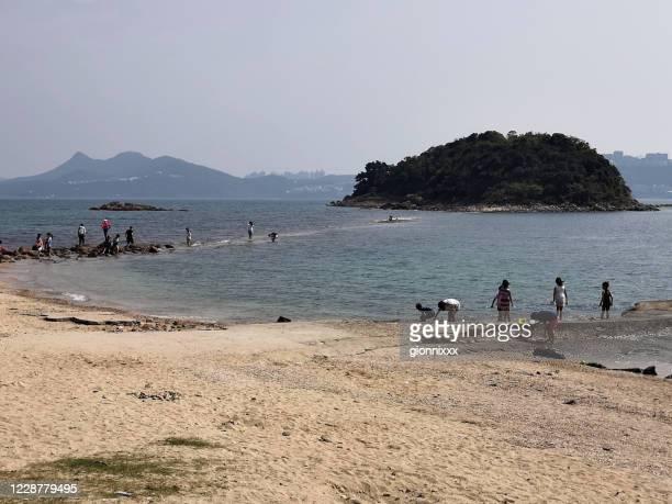 シャープ島のトンボロを歩く観光客, シクン, 香港 - ジオパーク ストックフォトと画像