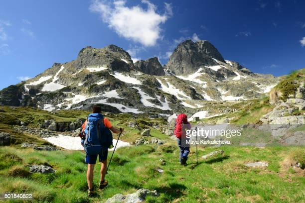 tourists walking towards malyovitsa peak, rila - bulgaria stock pictures, royalty-free photos & images