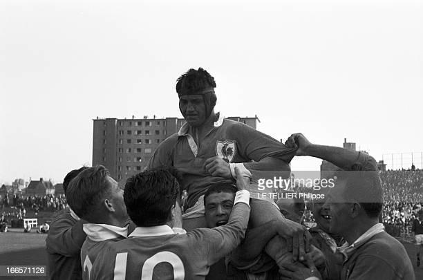 Rugby Match FranceWales Colombes 5 avril 1965 Au Stade olympique YvesduManoir lors d'un match de rugby France contre Pays de Galles à l'occasion du...