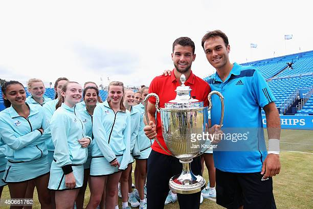 Tournament winner Grigor Dimitrov of Bulgaria poses with Tournament Director Ross Hutchins and tournament ballgirls following his victory in the...