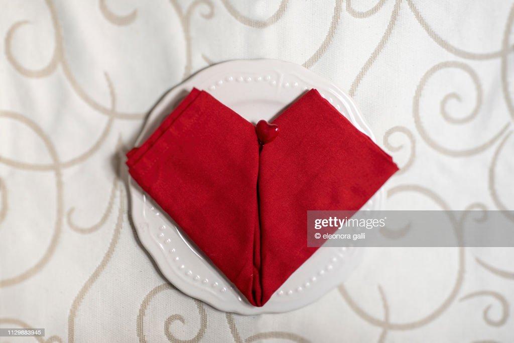 Tovaglioli A Cuore.Tovagliolo Rosso A Cuore Stock Photo Getty Images