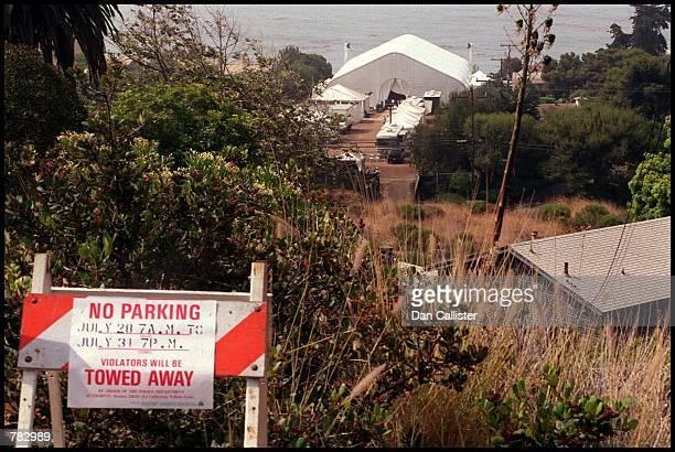 Tow away signs mark Brad Pitt and Jennifer Aniston's wedding venue July 29 2000 in Malibu CA