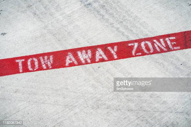 tow away zone no parking sign on concrete pavement - 4k resolution stock pictures, royalty-free photos & images