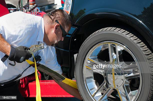 tow truck driver strapping a vehicle for towing - strap stock pictures, royalty-free photos & images
