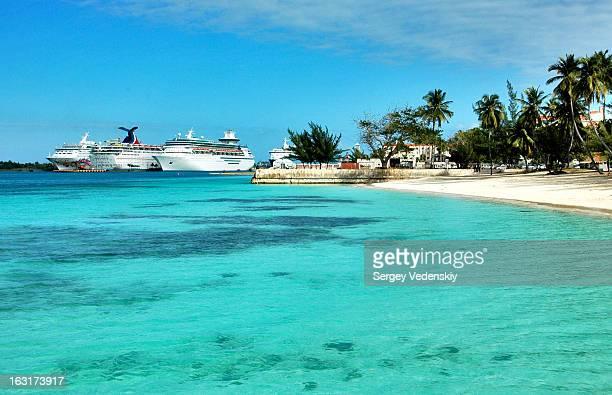 CONTENT] Towards the port of Nassau The Bahamas