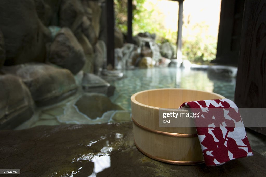 Towel on a wooden tub, hot spring, close up, Japan : ストックフォト