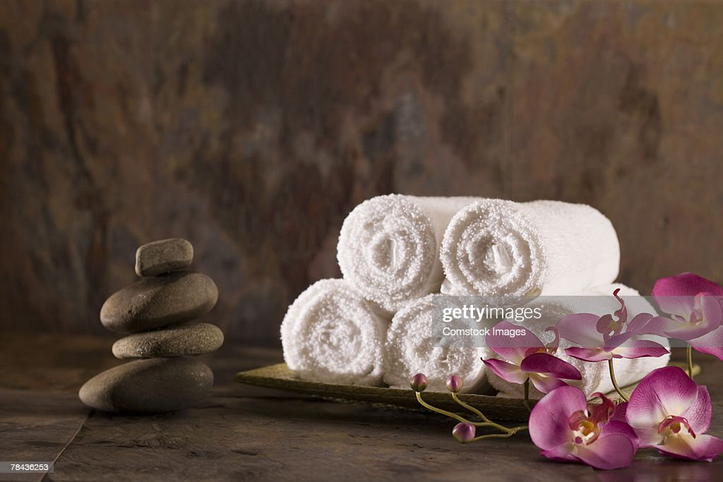 Towels, flowers, and stones : Foto de stock