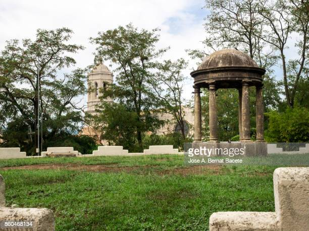 tower and surroundings of the cathedral of girona, catalonia, spain - gerona city stock pictures, royalty-free photos & images