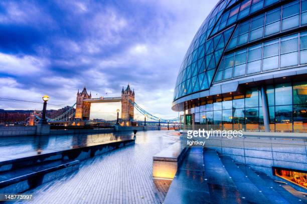 tower bridge and city hall in london - guildhall london stock pictures, royalty-free photos & images