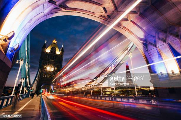 tower bridge and city skyline at dusk - flowing water stock pictures, royalty-free photos & images