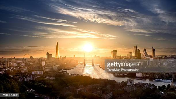 tower bridge and london the city along the thames - river thames stock pictures, royalty-free photos & images