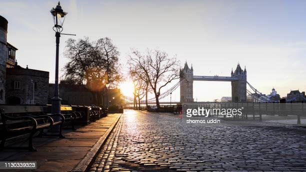tower bridge and the north bank of thames at sunrise - kullersten bildbanksfoton och bilder