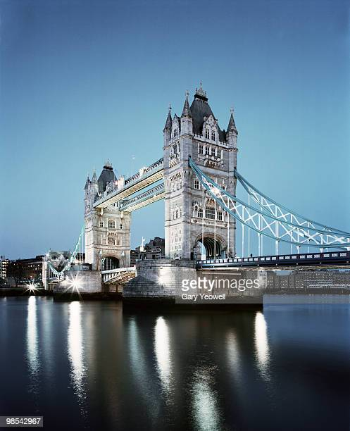 tower bridge at dusk - yeowell stock pictures, royalty-free photos & images