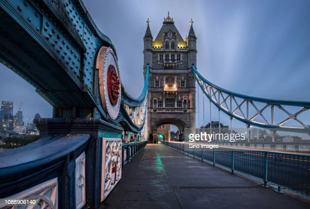 tower bridge at night, london, england, uk - image stock pictures, royalty-free photos & images