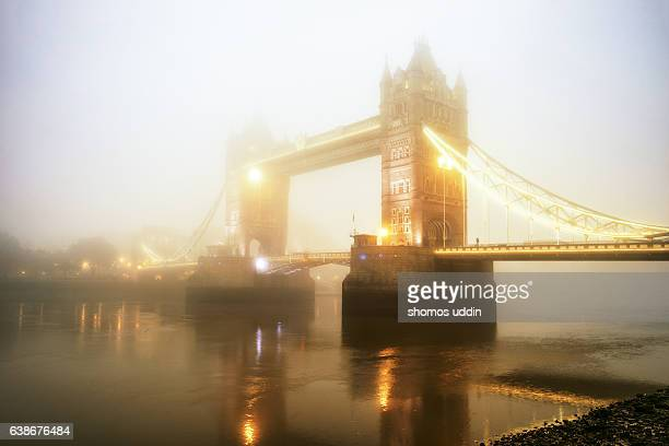 tower bridge in fog - river thames stock pictures, royalty-free photos & images