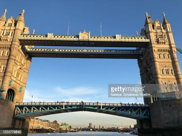 tower bridge in london - city gate stock pictures, royalty-free photos & images