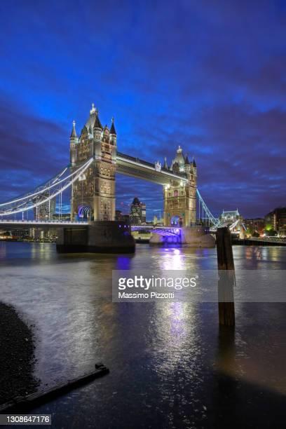 tower bridge in london - massimo pizzotti foto e immagini stock