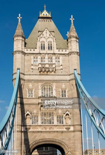 tower bridge, london, uk - bovenste deel stockfoto's en -beelden