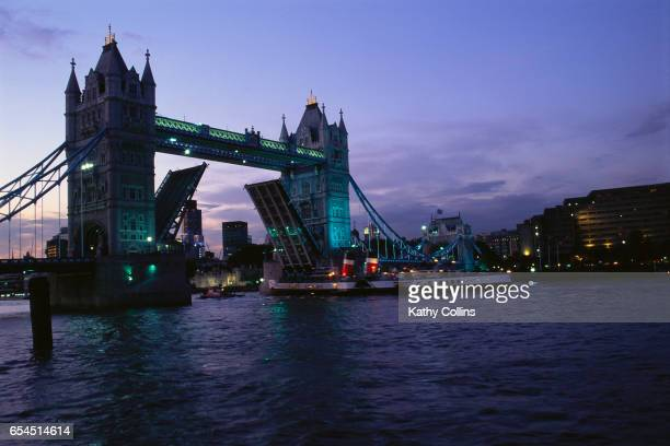 tower bridge opening - london bridge england stock pictures, royalty-free photos & images
