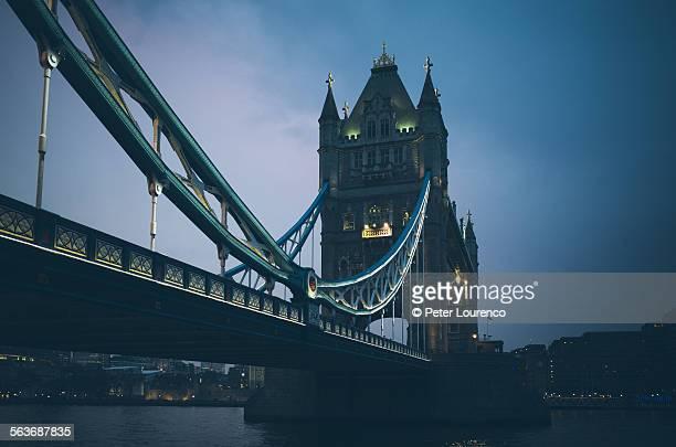 tower bridge - peter lourenco stock-fotos und bilder