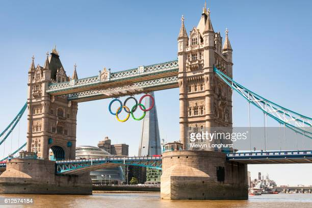 tower bridge, with the olympic rings celebrating the 2012 olympic games, london, england - the olympic games stock pictures, royalty-free photos & images