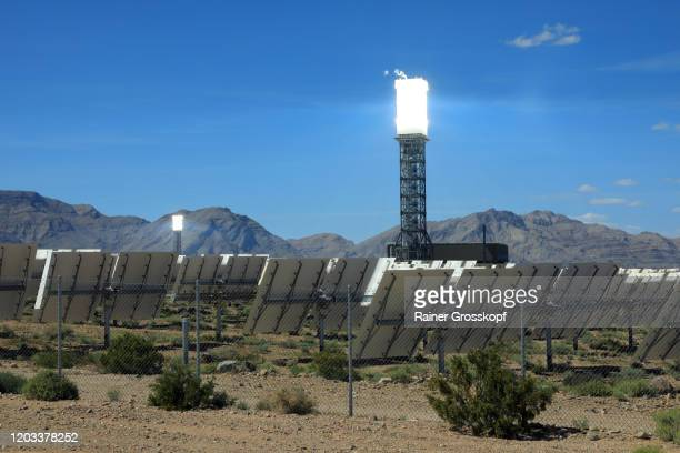 tower of a solar power facility in a desert landscape at the base of mountains - rainer grosskopf imagens e fotografias de stock