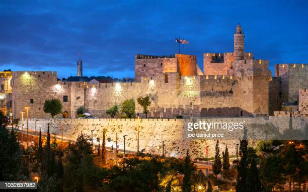 tower of david, old city walls, jerusalem, israel - jerusalem old city stock pictures, royalty-free photos & images