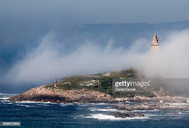 tower of hercules with fog, a coruña (galicia, spain) - provincia de a coruña fotografías e imágenes de stock