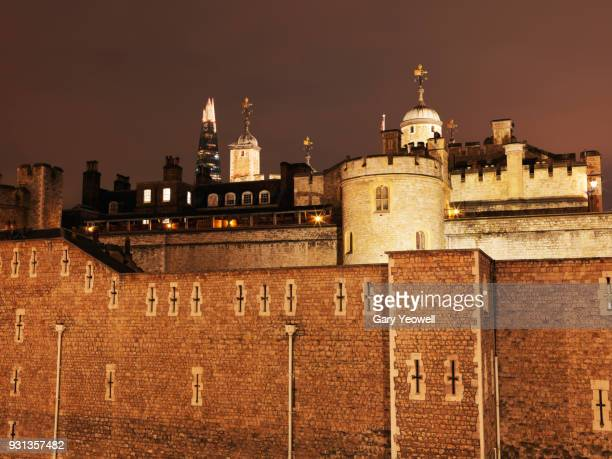 tower of london at night - yeowell stock pictures, royalty-free photos & images