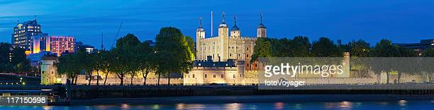 tower of london illuminated castle river thames panorama - tower of london stock pictures, royalty-free photos & images