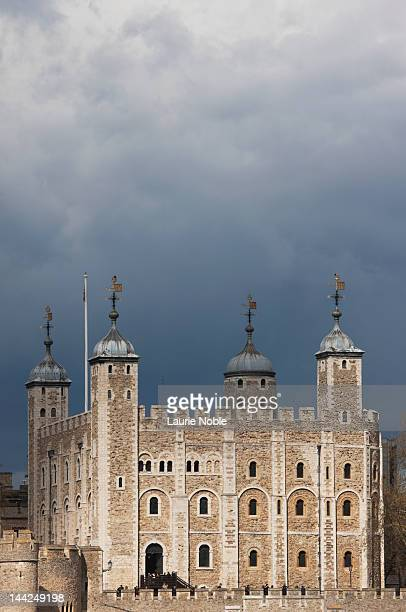 tower of london: london: england - tower of london stock pictures, royalty-free photos & images
