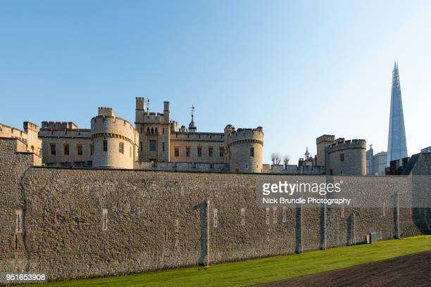tower of london, london, united kingdom - fortified wall stock pictures, royalty-free photos & images