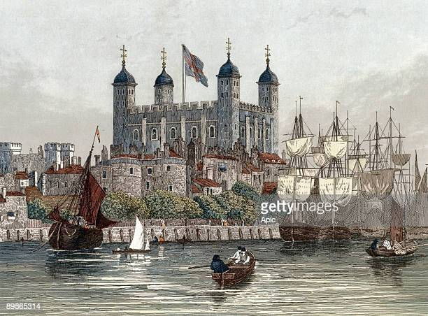Tower of London on Thames c 1840 engraving