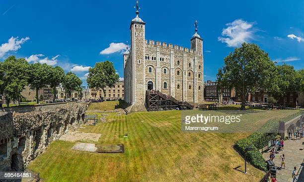 tower of london, view of the white tower - tower of london stock pictures, royalty-free photos & images