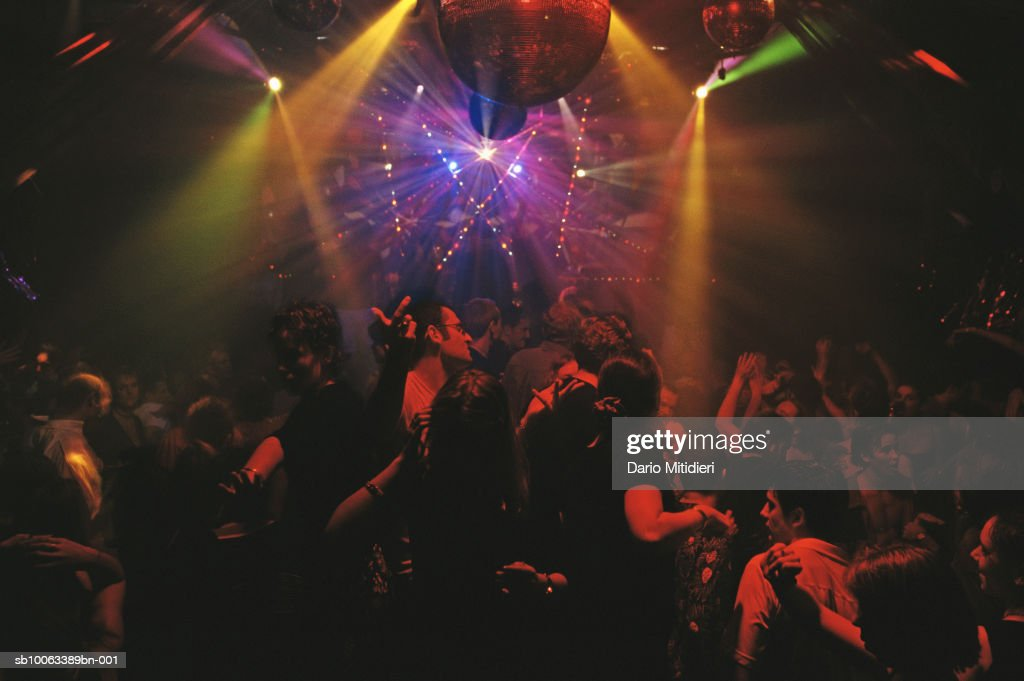 People in nightclub : News Photo