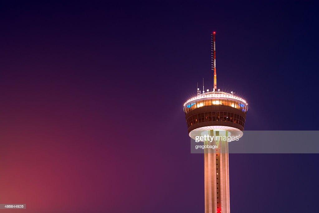 Torre das Américas, em San Antonio, Texas em noite : Foto de stock