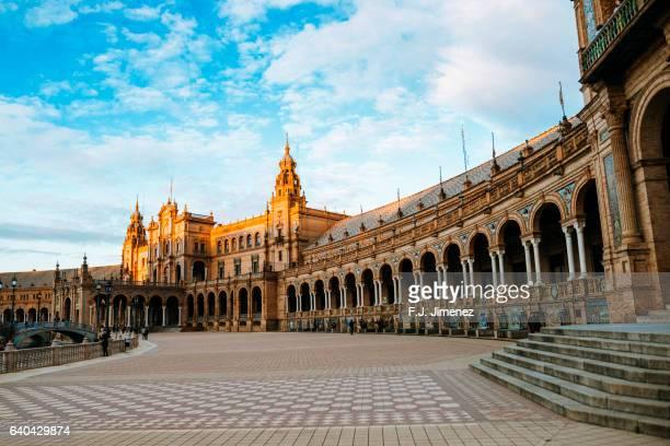 tower of the plaza of spain in seville - sevilla fotografías e imágenes de stock