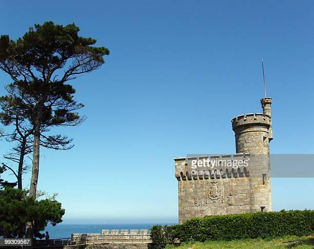 tower of the prince in the fortress of montereal (s,xiv- xx), baiona, rias bajas, pontevedra. - provincia di pontevedra foto e immagini stock