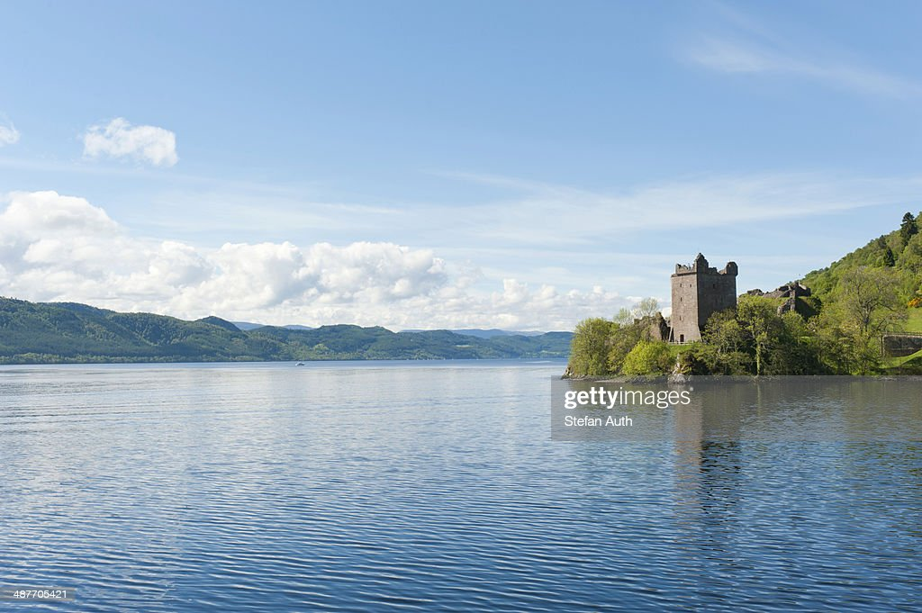 Tower of the ruins of Urquhart Castle on the banks of Loch Ness, near Drumnadrochit, Scottish Highlands, Scotland, United Kingdom : Stock-Foto