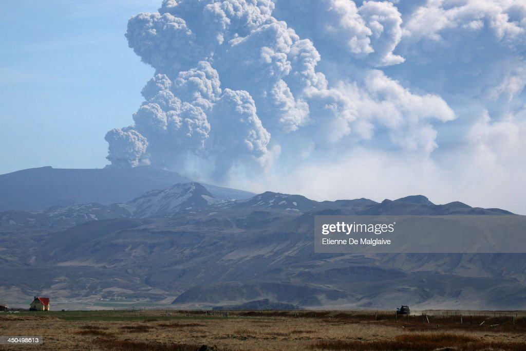 Eruption Of Eyjafjallajokull Volcano In Iceland : News Photo