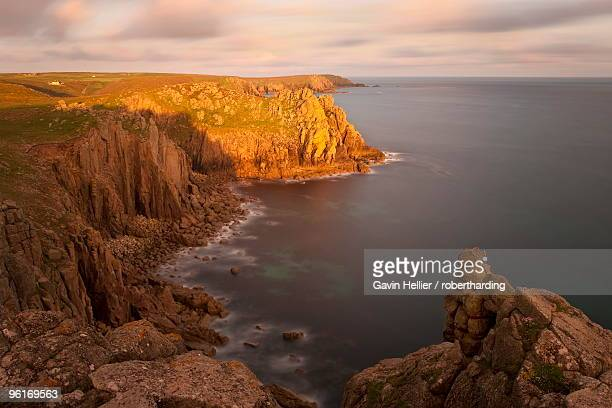 towering cliffs of lands end, cornwall, england, united kingdom, europe - gavin hellier stock pictures, royalty-free photos & images
