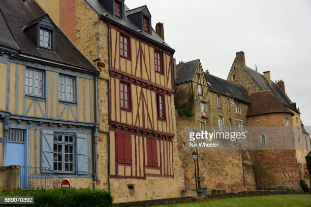 towers and fortification walls of old plantagenet city in le mans, sarthe, loire valley, france - sarthe stock pictures, royalty-free photos & images
