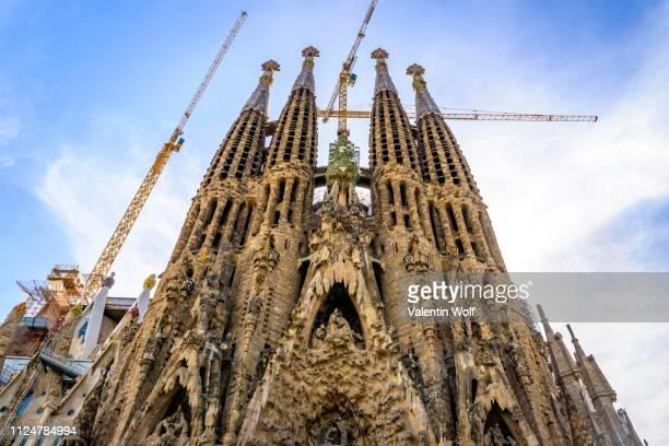 towers of the church sagrada familia, architect antonio gaudi, barcelona, catalonia, spain - familia stock pictures, royalty-free photos & images